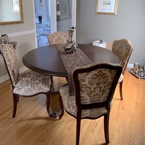 Beautiful never used table and chairs from Bombay